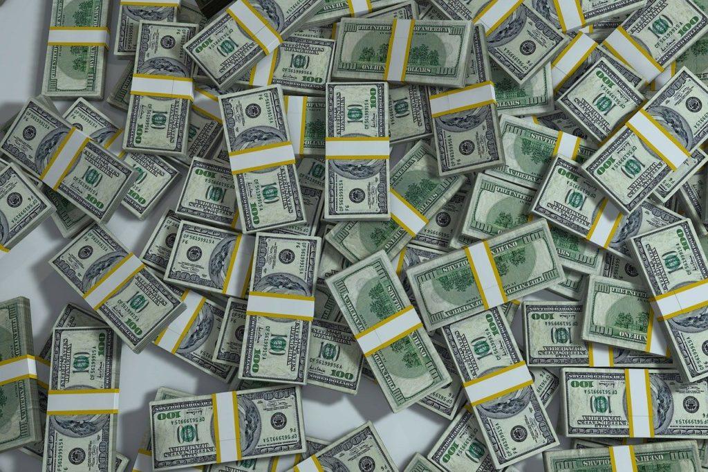 Montón de fajos de dólares.