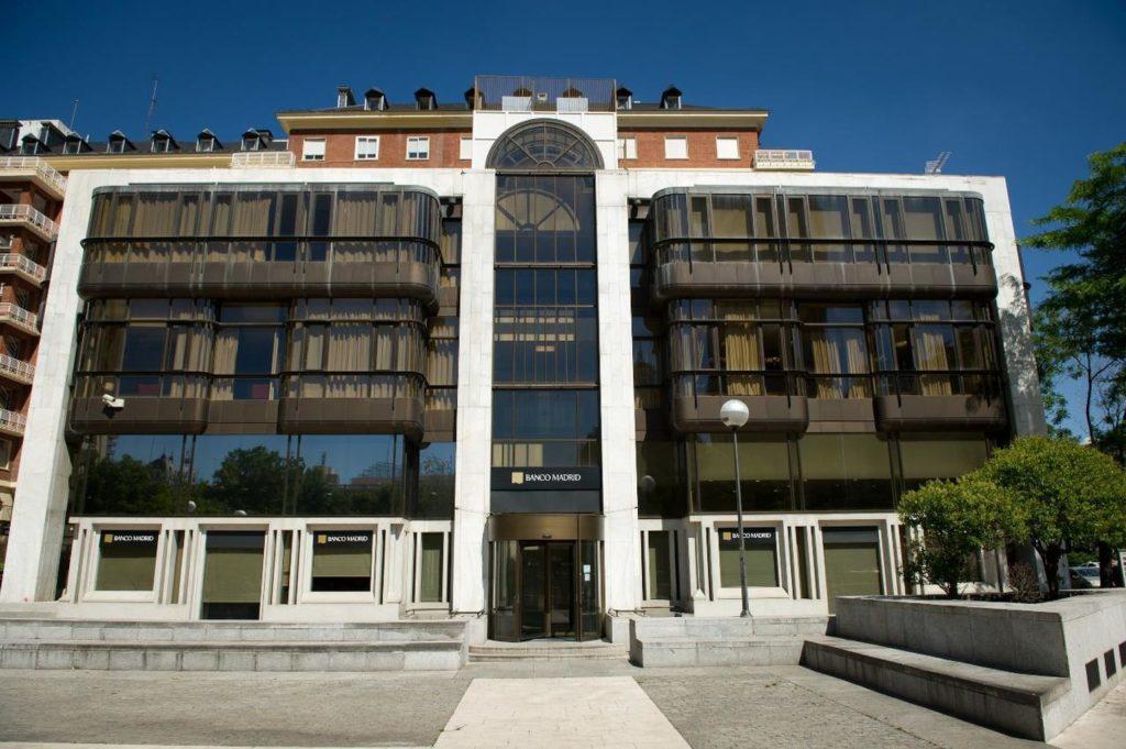 Fotografía de la fachada del Banco de Madrid.