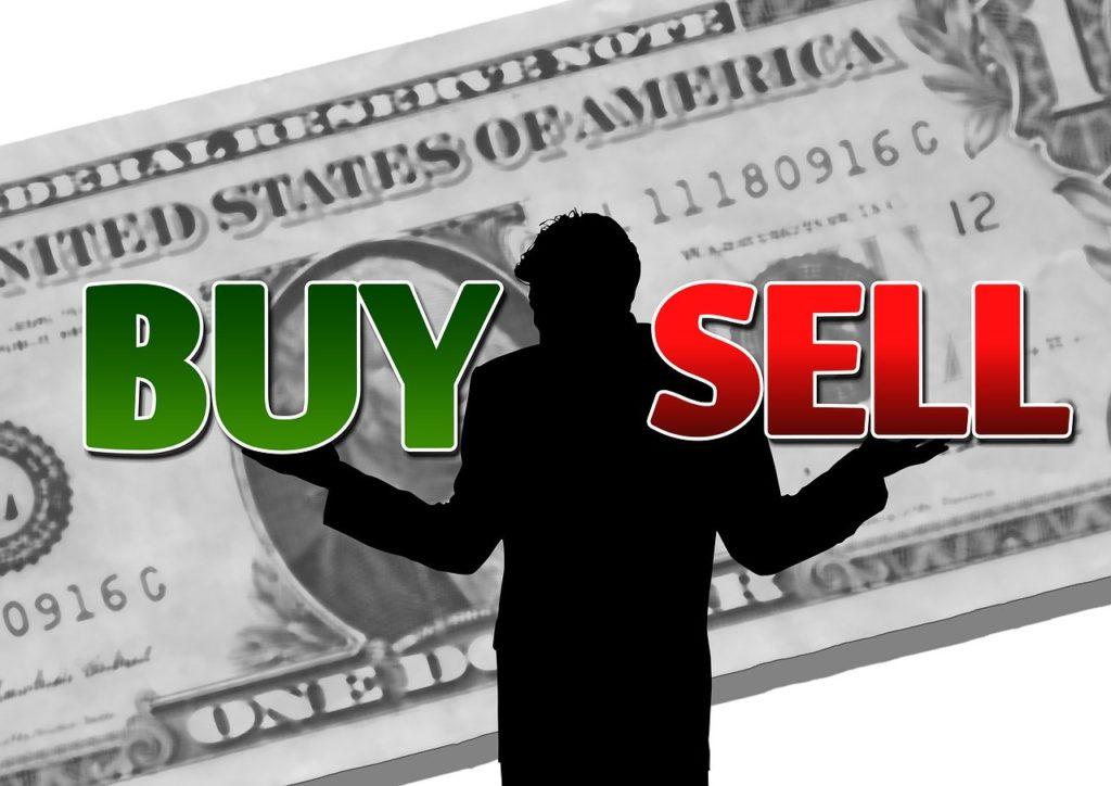 """Dólar de fondo con la silueta de un hombre de espaldas y las palabras """"Buy"""" y """"Sell""""."""